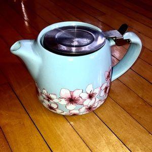 Adorable unused tea pot!
